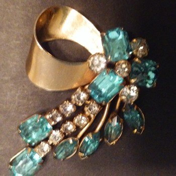 Scitarelli dangle brooch or pendant - Costume Jewelry