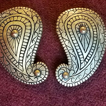 Vintage Bronze colored Earrings with Paisley design - Costume Jewelry