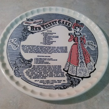VINTAGE ROYAL CHINA CAKE PLATE - China and Dinnerware