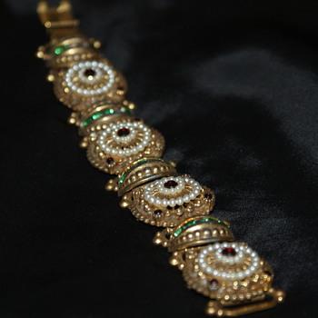 Vintage Unmarked Bracelet - Costume Jewelry