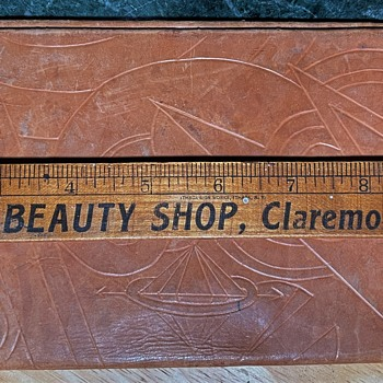 Wallet for Parchments?  What is this art deco thing? - Accessories