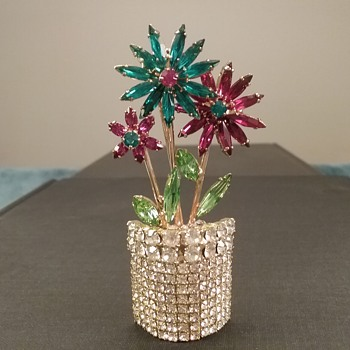 Dorothy Bauer flowerpot brooch  - Costume Jewelry