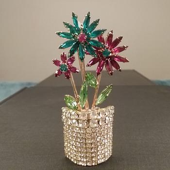 Dorothy Bauer flowerpot brooch  - Costume Jewelry