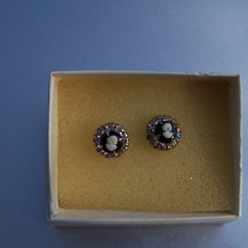 Vintage Cameo Earrings - Costume Jewelry