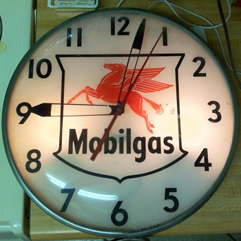 Mobilgas clock - Petroliana