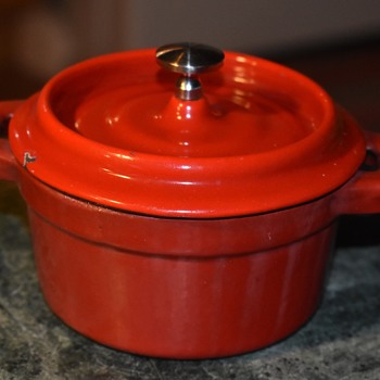 Dwarf Le Creuset Enammeled Iron Dutch Oven? - Kitchen
