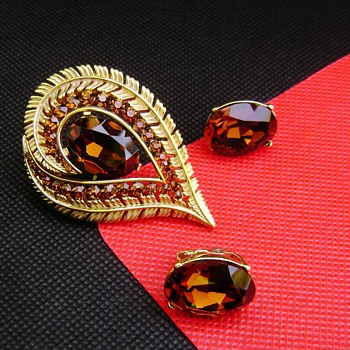 Crown Trifari Star Rays Brooch and Earring Set - Costume Jewelry