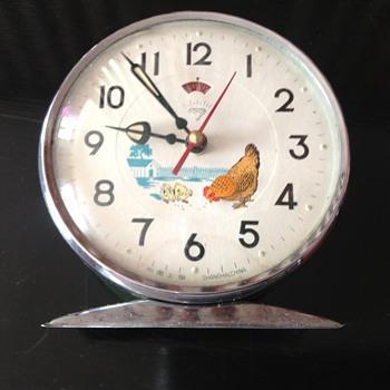 Vintage 1970's Chinese Shanghai Zuanshi automated alarm clock. - Clocks
