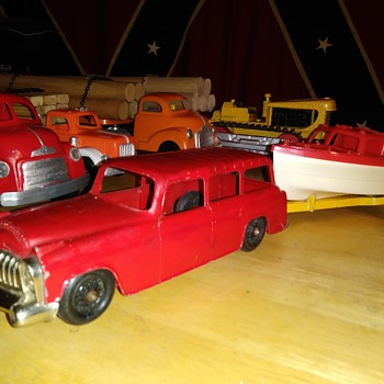 Hubley Station Wagon, Boat and Trailer - Model Cars
