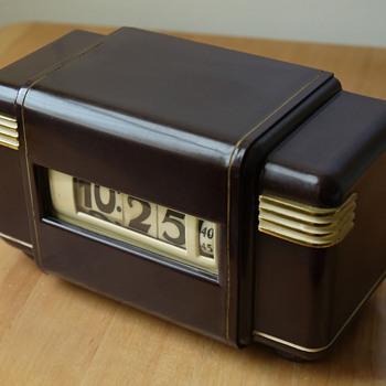 Lawson Model 221 'Empress' - Clocks