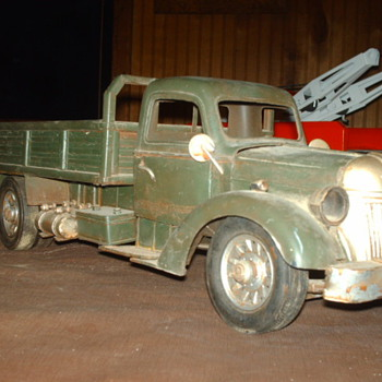 unknown toy truck - Model Cars