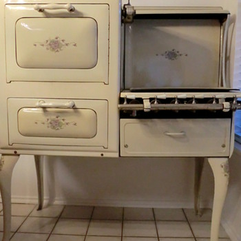 Antique Gas Stove - Kitchen