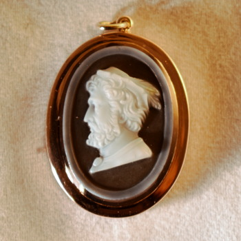 Signed Victorian Sardonyx cameo pendant....who's it? and who's engraved their name on the back - Fine Jewelry