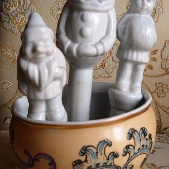 Flower planter watering figurines - Figurines