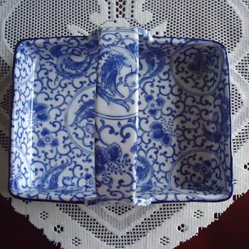 blue & white porcelain serving tray.