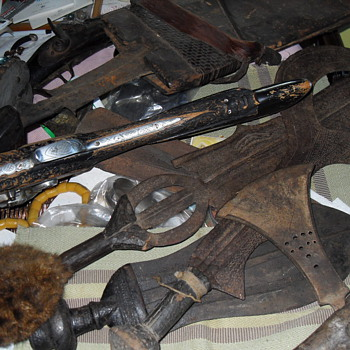 ANTIQUE AFRICAN ARMS COLLECTION