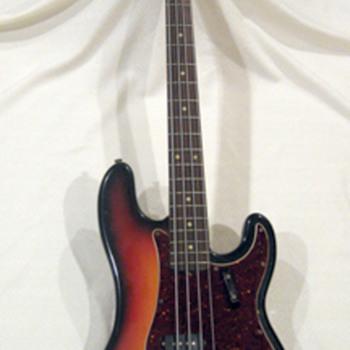 Vintage Fender Precision Bass - Guitars