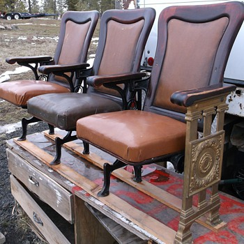 Rows of 3 ornate Premium Theater seats - Furniture