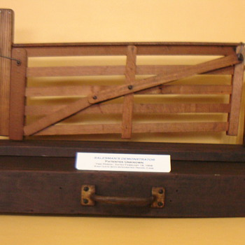 SALESMAN SAMPLE GATE IN A BOX - Advertising