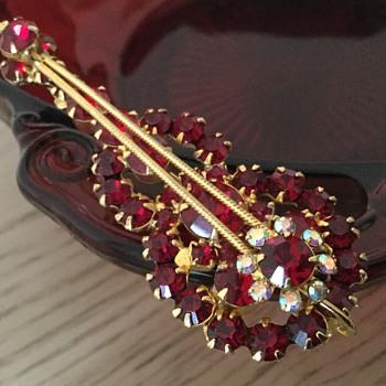 D & E RED VIOLIN! - Costume Jewelry