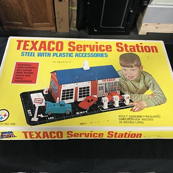 Texaco gas station service station set  - Petroliana