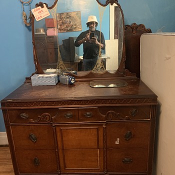 Old Wood Bedroom set unknown style or Mfg. Any help greatly appreciate it - Furniture