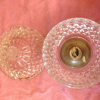 Glass bowl/sering dish with lid - Glassware