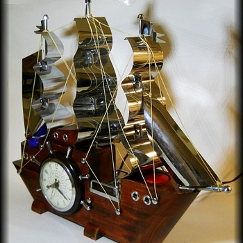 Vintage UNITED BOAT / SHIP CLOCK - w/Lights - Clocks