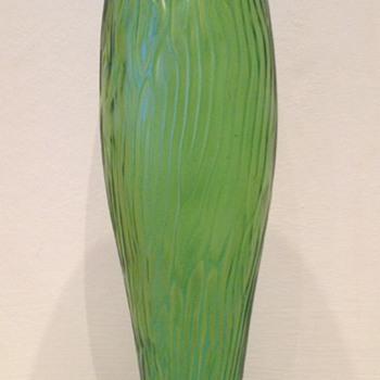 Brain maze torpedo-shaped iridescent vase - Art Glass