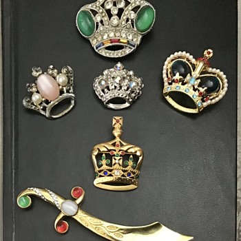 Crown brooches lot and Trifari sword - Costume Jewelry