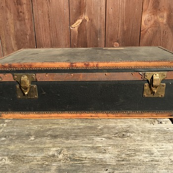 Headley & Farmer Small Trunk Brass Leather - Furniture
