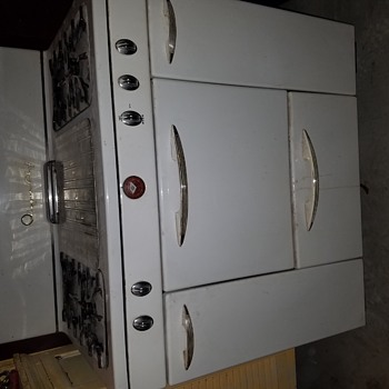 Trying to find the age of this gas range.