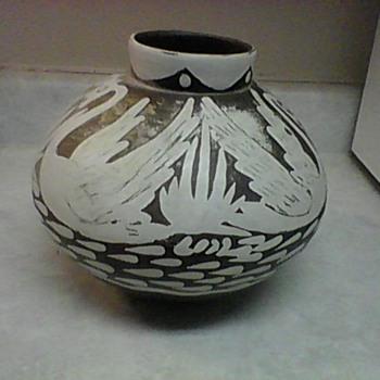 PERU SWAN POTTERY VASE - Pottery