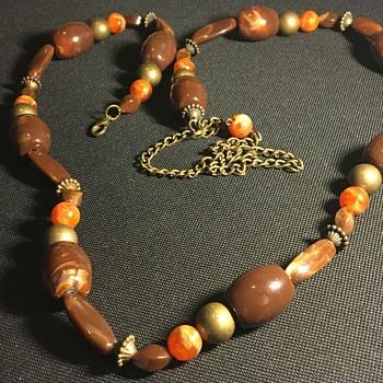 Ladies necklace  - Costume Jewelry