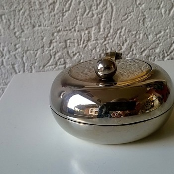 Chrome Plated Flip Top Table Ashtray Thrift Shop Find 2,50 Euro ($2.64) - Tobacciana