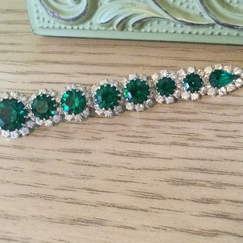 KRAMER EMERALD BAR BROOCH - Costume Jewelry
