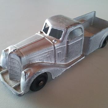 1940's Tootsietoy Pickup - Model Cars