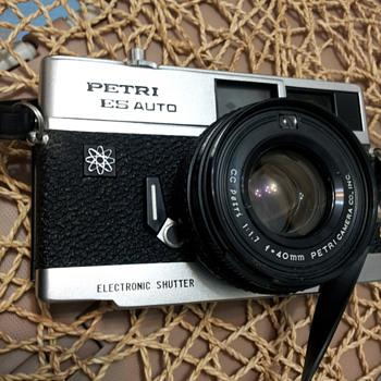 Petri ES Auto, 1974 - Cameras