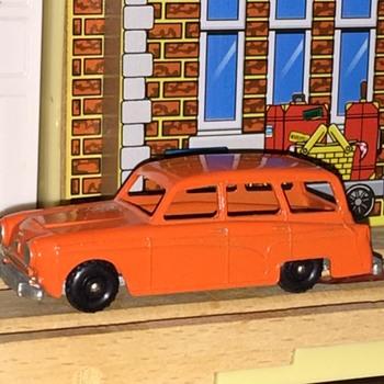 No. 15 Austin Countryman Diecast Miniature England - Model Cars