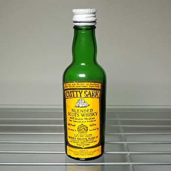 Cutty Sark Scotch Whiskey Mini Sample Bottle 1/10 Pint Penn Central Railroad PC Vintage Imported Capped - Bottles
