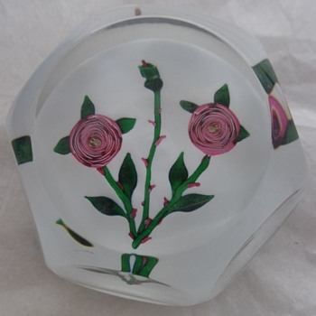 St Louis Paperweight 1981 Pink Clichy Type Roses - Art Glass