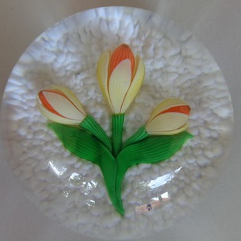 Baccarat 1981 Paperweight Yellow Crocus with 2 Buds - Art Glass