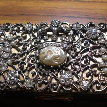 unknown pearl box