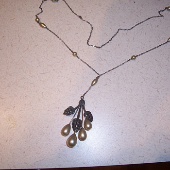 necklace--info. please - Costume Jewelry