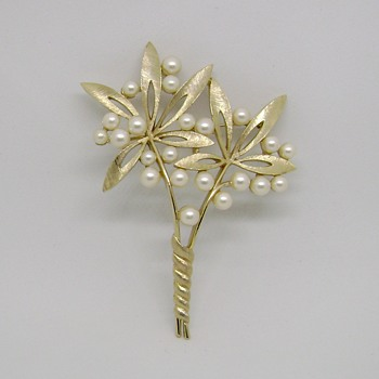 Rare Trifari Flower Brooch  - Costume Jewelry