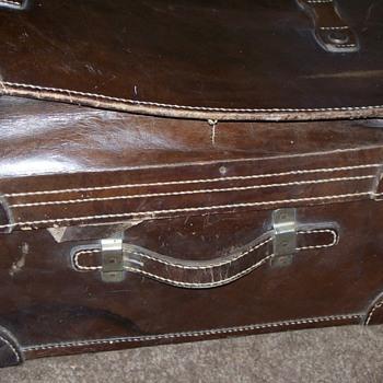 Large expandable Leather suitcase