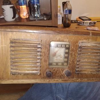 1941 Victrola RCA radio tube radio - Radios
