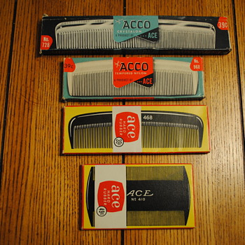 4 Ace/Acco Combs in original boxes - Accessories