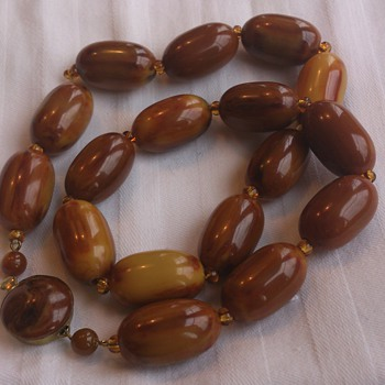 Art deco looking swirl bakelite bead necklace - Costume Jewelry