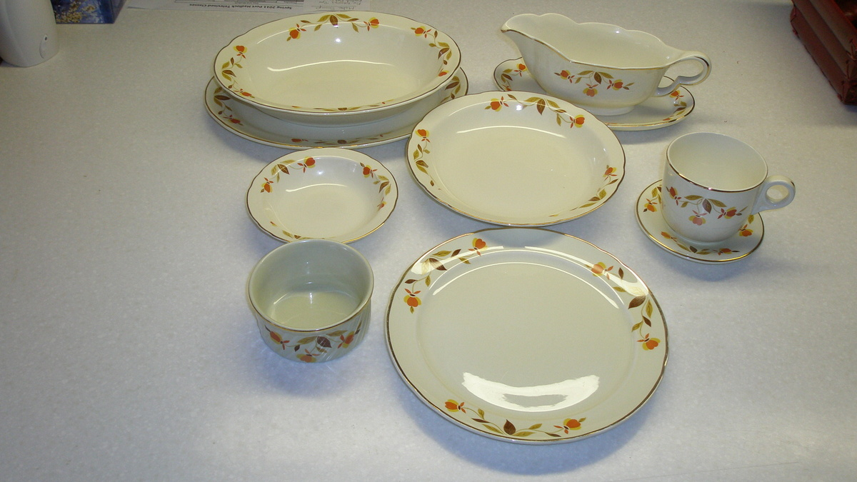 & Jewel Tea Autumn Leaf Dishes | Collectors Weekly